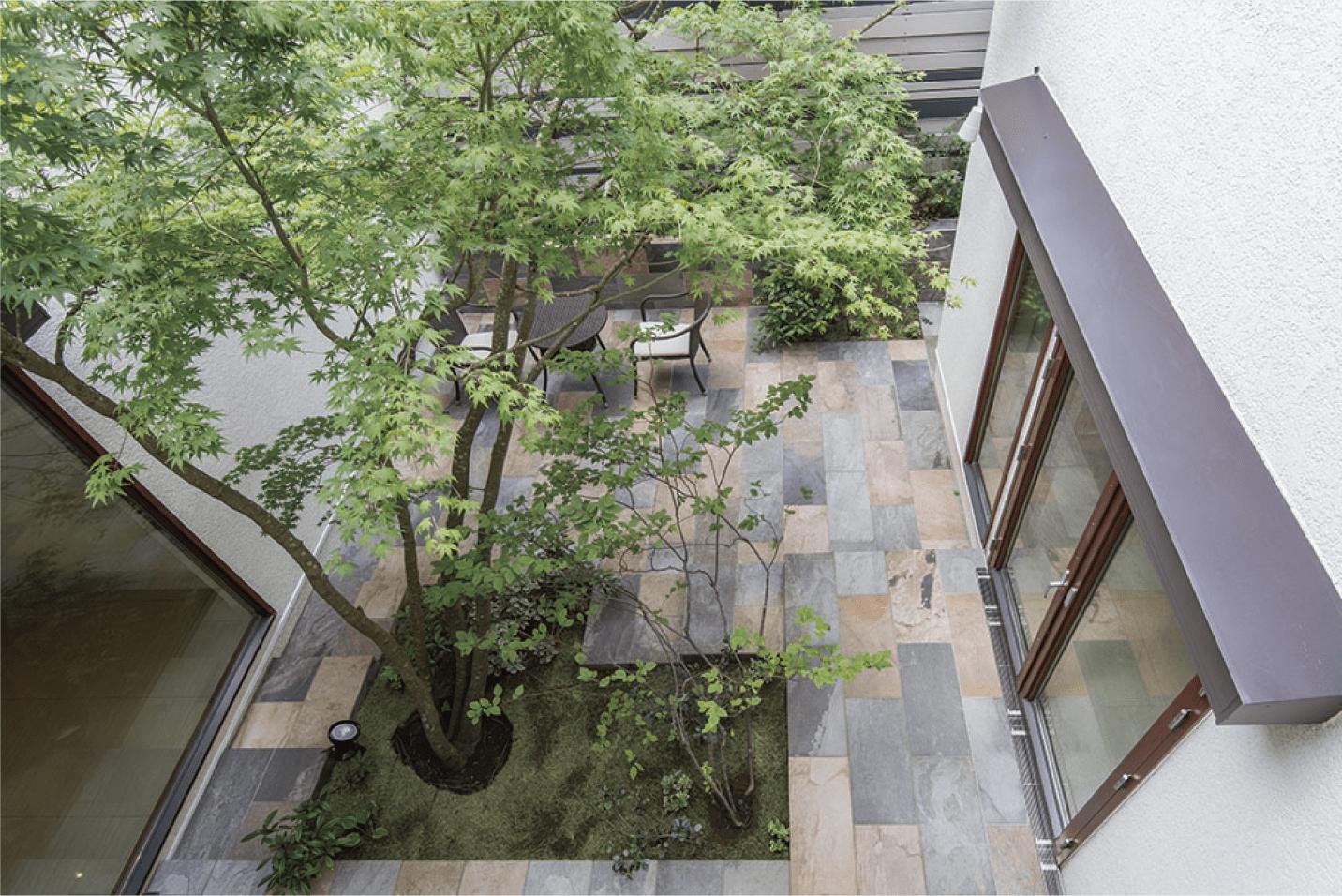 ウッドデッキは再利用したお庭の写真